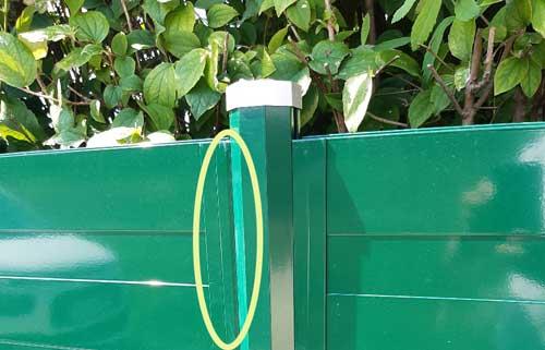 grüner Paneelzaun